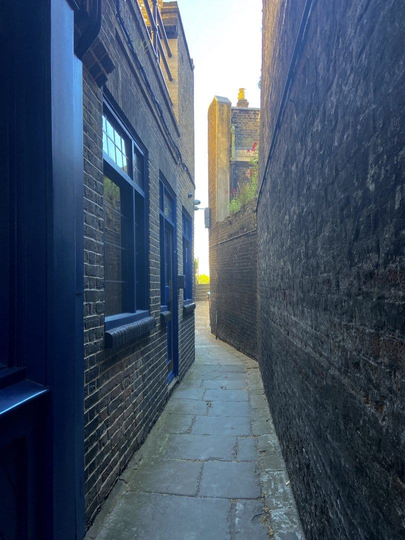 Best Historic London Alleys - Wapping Old Stairs, Look Up London