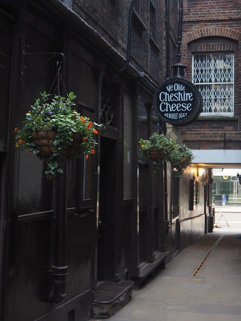 Best Historic London Alleys - Wine Office Court, Look Up london