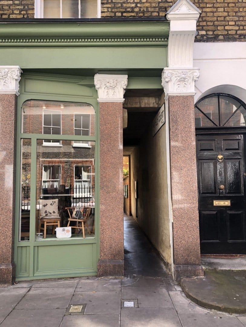 Best Historic London Alleys - Emerald Court, Look Up London