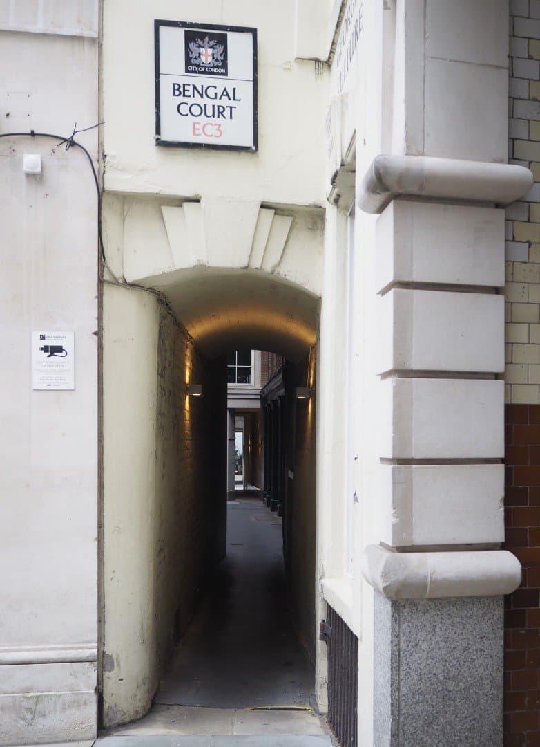 Best Historic London Alleys - Bengal Court, Look Up London