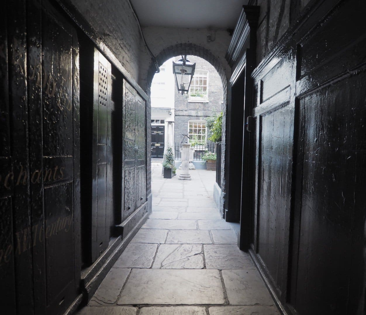 Best Historic London Alleys - Pickering Place, Look Up London