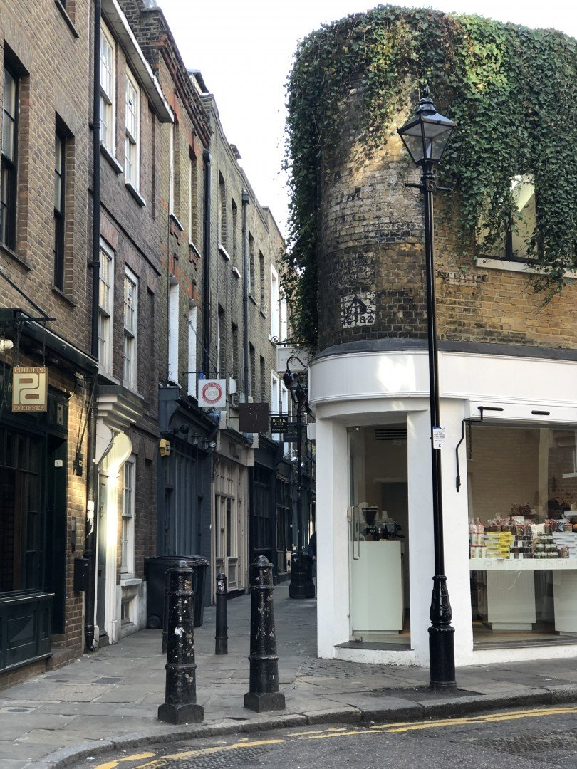 Best Historic London Alleys - Artillery Passage, Look Up London
