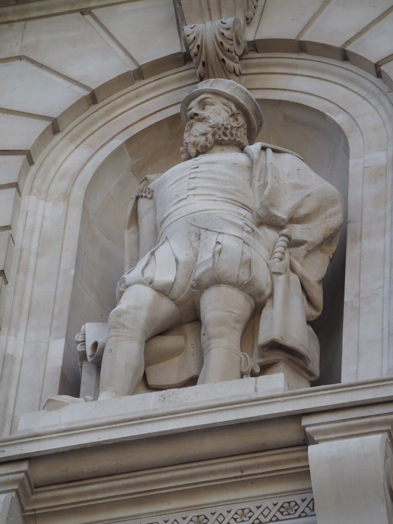 Gresham Statue Royal Exchange | Look Up London