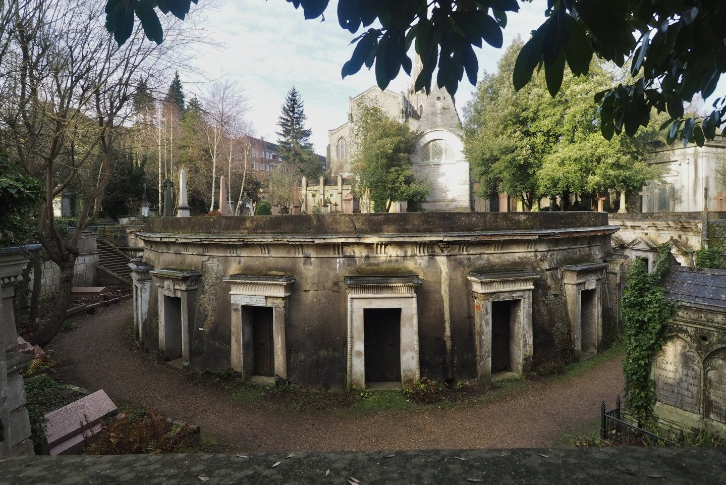 Highgate Cemetery | Circle of Lebanon - Look Up London